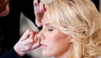 Learn To Apply Mascara For That Smoky Look